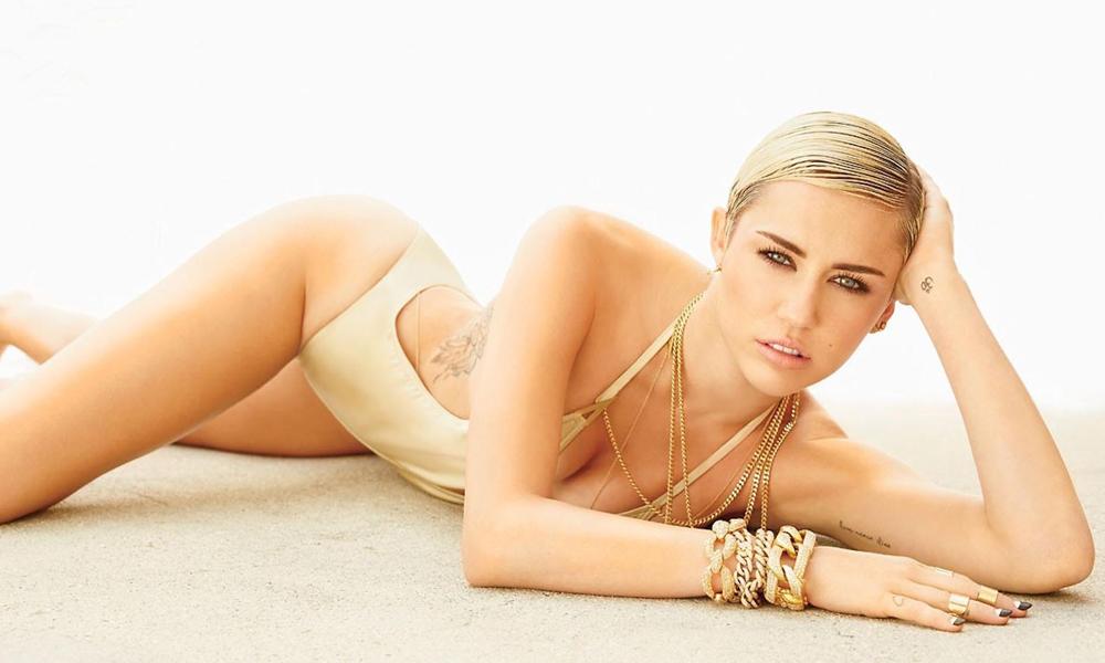 Miley Cyrus coştu bir kere!