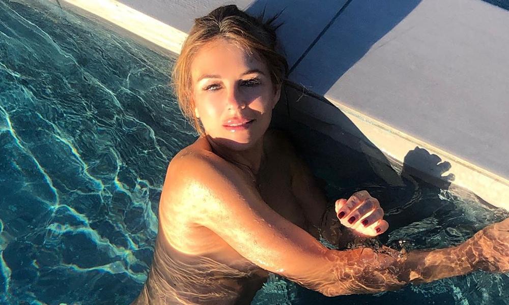 Elizabeth Hurley, havuzda üstsüz poz verdi
