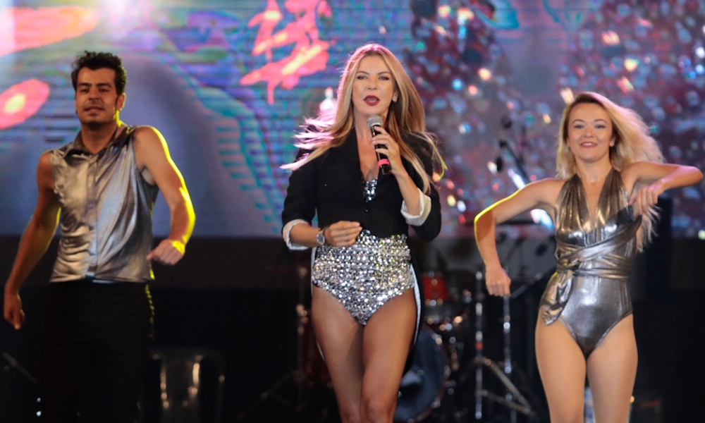 İvana Sert, Ahmet Kaya'nın 'Kum Gibi' şarkısını seslendirdi