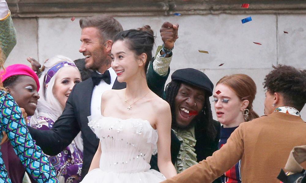 David Beckham, reklam filminde Çinli model ile evlendi