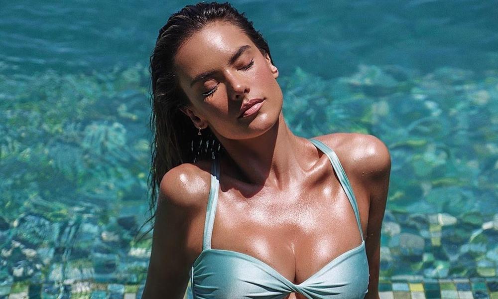 Alessandra Ambrosio plaj keyfini karantinaya taşıdı
