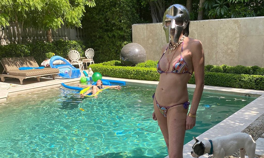 Sharon Stone fit vücuduyla dikkat çekti