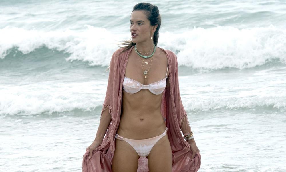 Alessandra Ambrosio'nun keyfi yerinde!