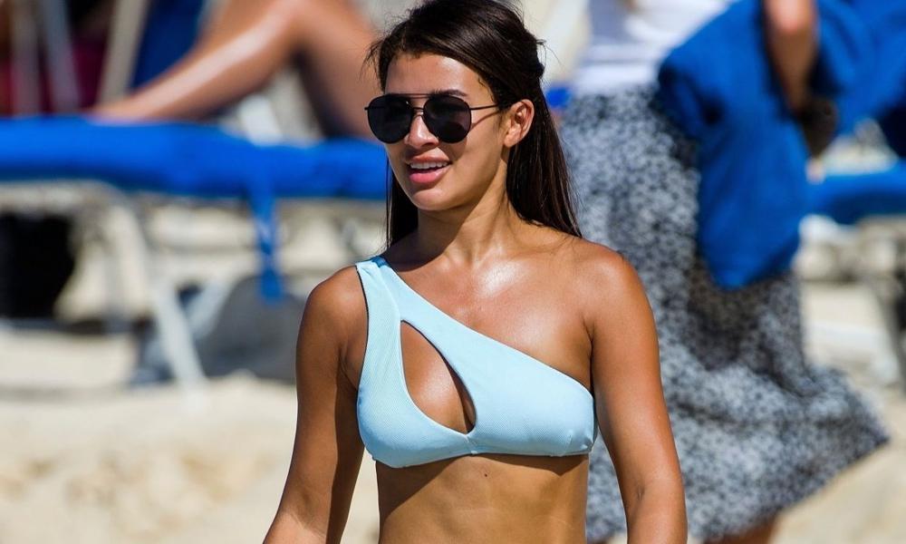 Montana Brown Barbados'ta bikini şov yaptı!